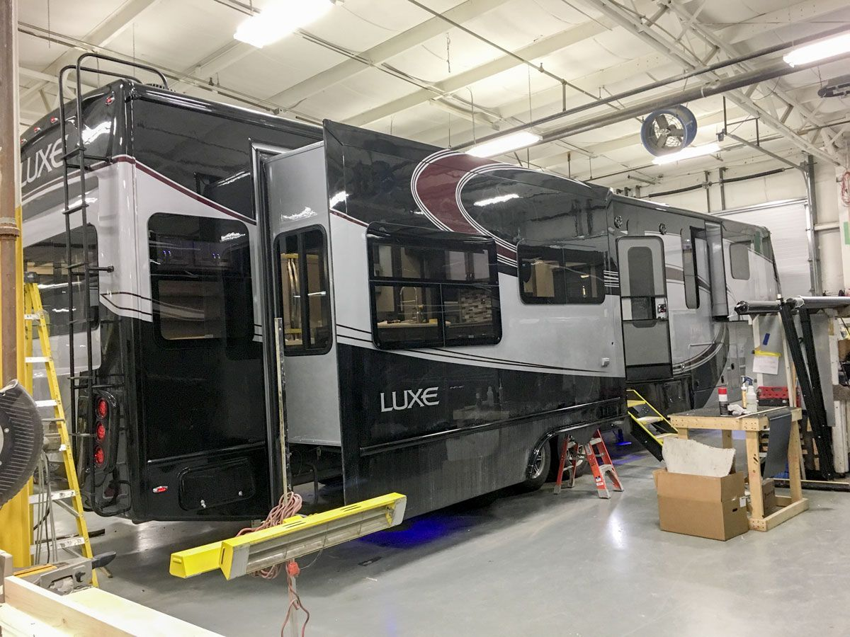 luxury 5th wheel paint